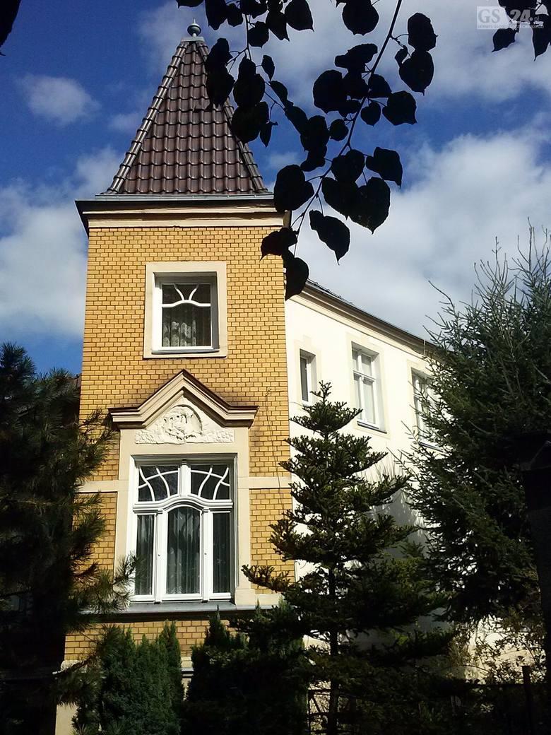 Cała ulica WieniawskiegoPierwsze domy powstawały na parcelach wzdłuż Wieniawskiego i Konopnickiej oraz na przecinających je ul. St. Kostki i Syrokomli.