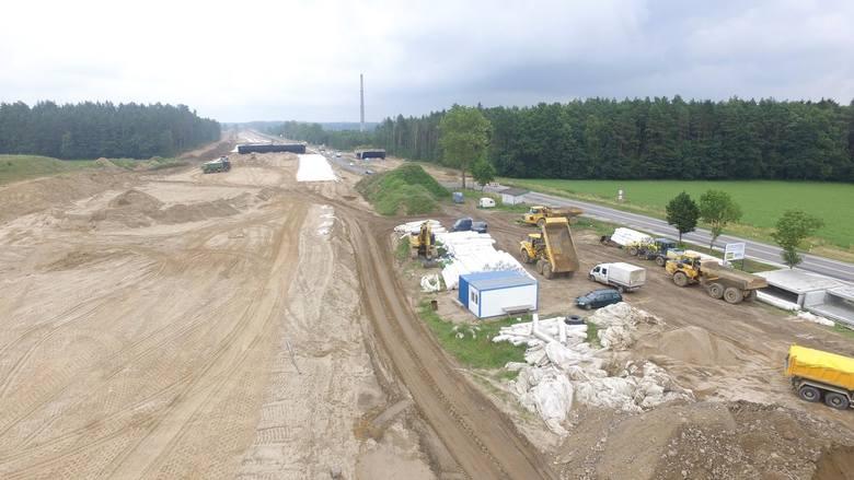 W naszym regionie trwa realizacja drogi ekspresowej S6. Zobaczcie najnowsze zdjęcia z postępu prac na budowie obwodnicy Koszalina i Sianowa.Zobacz także