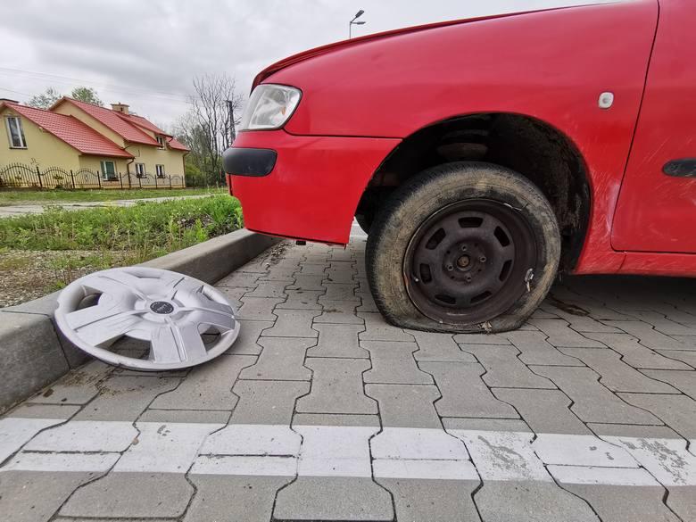 Publikujemy zdjęcia kolejnych samochodów porzuconych na ulicach i parkingach w Przemyślu.Zobacz też:• Wraki w Przemyślu [KWIECIEŃ]•  Porzucone samochody