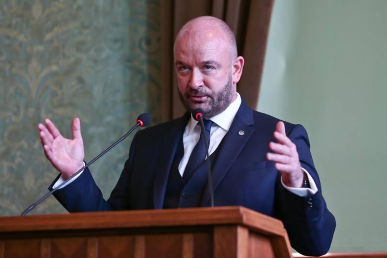 5 mld 910 mln złotych – w takiej kwocie, zgodnie z projektem budżetu Wrocławia na 2021 rok, który trafił w ręce radnych, zamkną się wydatki miasta.Do
