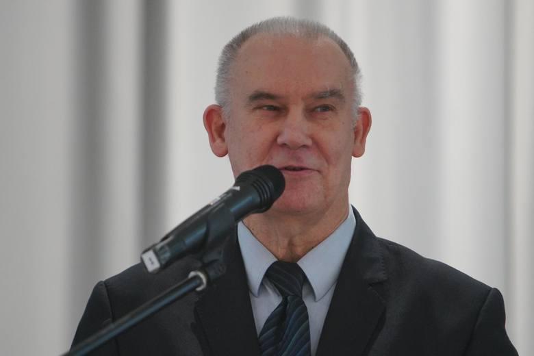Po niedzielnych wyborach wiadomo, że do Sejmu uda się wojewoda Zbigniew Hoffmann. Z naszych informacji wynika, że chęć powrotu na to stanowisko wyraża Tadeusz Dziuba, któremu nie udało się po raz kolejny wejść do Sejmu z poznańskiej listy PiS.