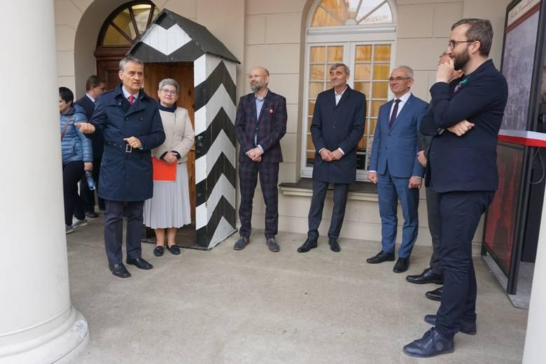 W środę obyło się uroczyste przekazanie Budki Niepodległości Wielkopolskiemu Muzeum Niepodległości. Od teraz na Starym Rynku można wysłuchać w niej opowieści