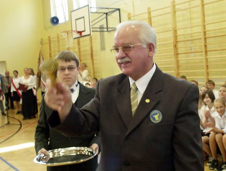 Prezydent Jurczyk w ciągu kilku godzin zmienił stanowisko. Po protestach rodziców postanowił, że SP 21, SP 41 i SP 49 powinny pozostać na oświatowej