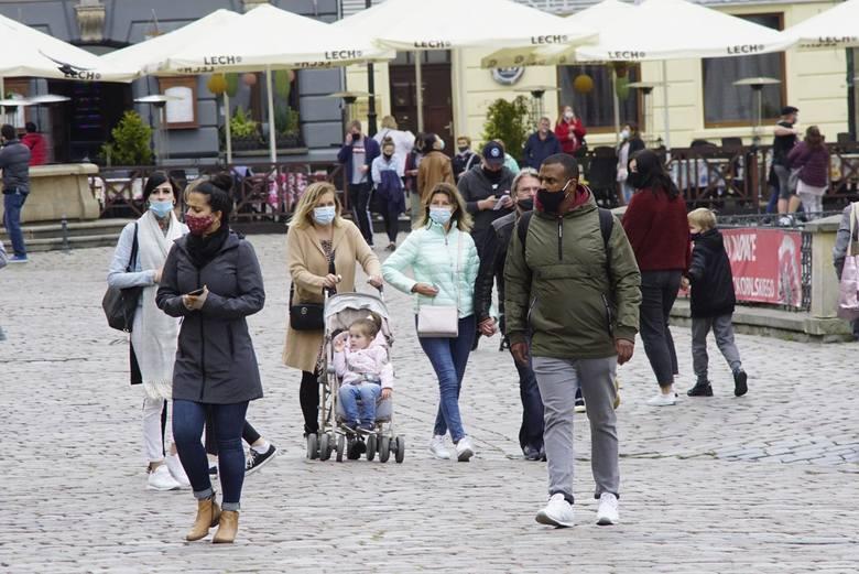 Podczas konferencji prasowej w czwartek, 25 marca premier Mateusz Morawiecki ogłosił nowe obostrzenia. W związku z pandemią koronawirusa i rosnącą liczbą