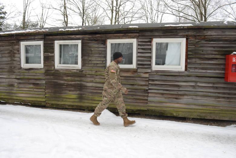 Te baraki to stare wagony kolejowe, w połowie lat 60 obite drewnem i przerobione na mieszkania.