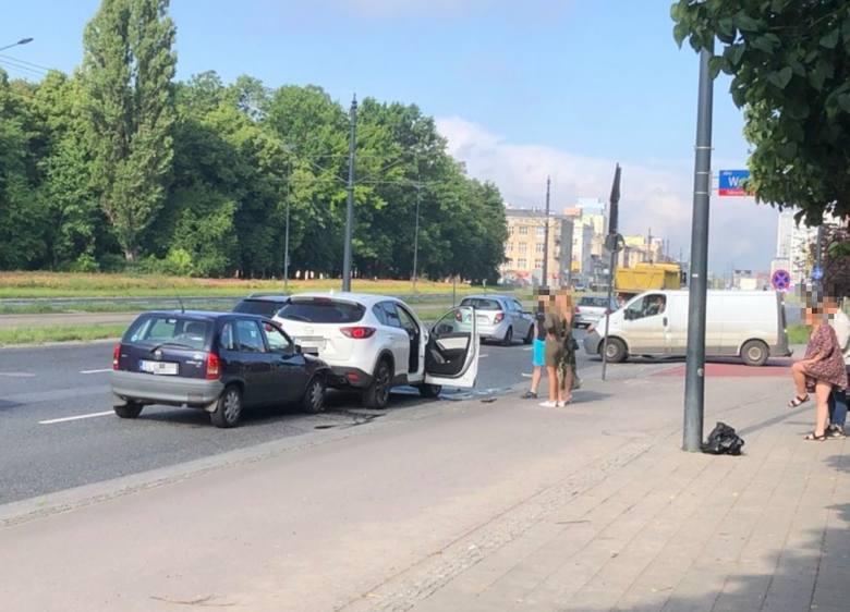 Wypadek na Piłsudskiego. Zderzyły się 3 samochody ZDJĘCIA