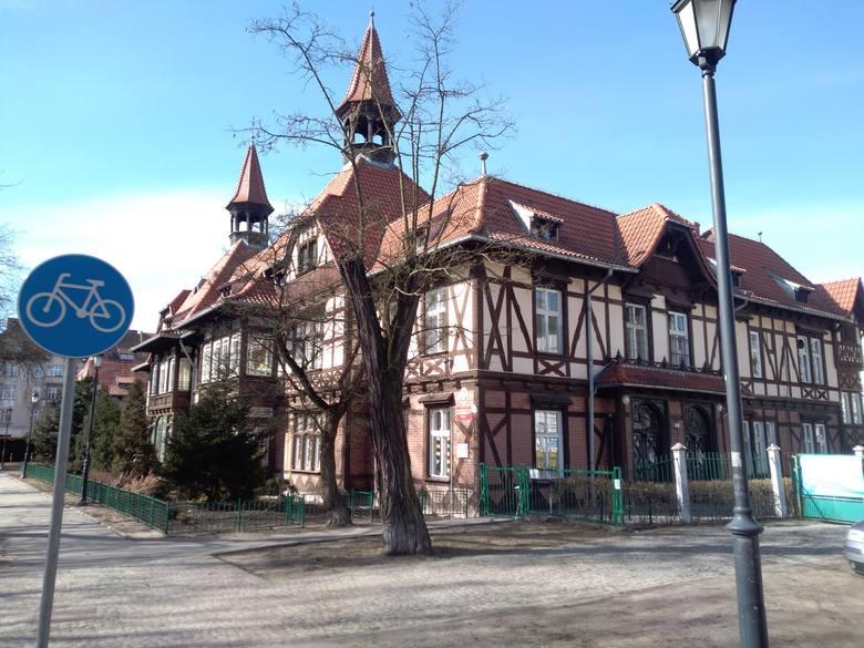 Na Bydgoskim Przedmieściu i Rybakach również obiektów szkieletowych jest sporo. Te odrestaurowane, jak choćby budynek przedszkola miejskiego przy Bydgoskiej, przykuwają oko...