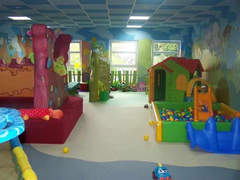 W kolorowym wnętrzu bawialni Baja Patataja w Kielcach można zorganizować dziecku tematyczne urodziny.
