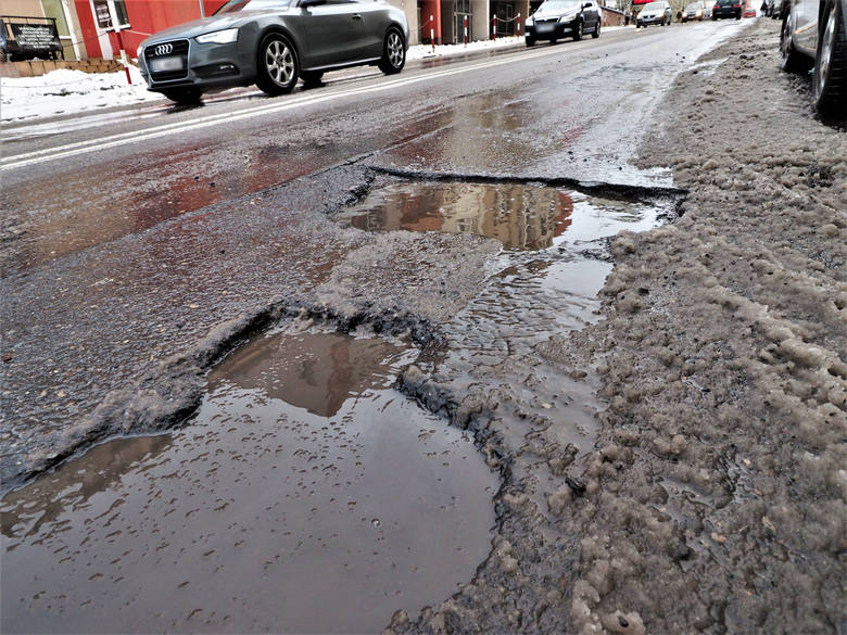 Drogi w Koszalinie pilnie wymagają remontu.