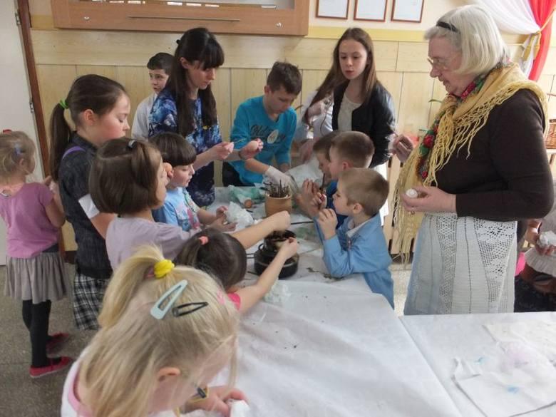 Szkoła Podstawowa nr 44. Festyn Regionalny Zwyczaje i Tradycje Wielkanocne Podlasia (zdjęcia, wideo)