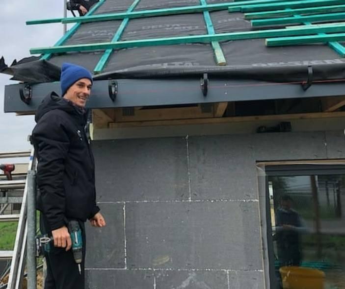 O Piotrze Żyle jest głośno zarówno dzięki sukcesom sportowym, jak i dzięki jego związkowi z piękną młodą aktorką Marceliną Ziętek. Skoczek kupił dom,