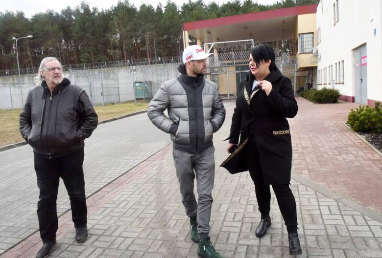 W tym tytule nie ma pomyłki. Piotr Protasiewicz, znakomity żużlowiec, podpora zielonogórskiego Stelmetu Falubazu, odwiedził zakład karny w Krzywańcu,