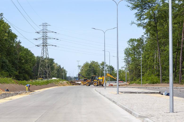 Do końca wakacji potrwa z kolei budowa obwodnicy Malni i Choruli w ciągu drogi wojewódzkiej 423. Tam również są utrudnienia w ruchu. Obecnie trwa tam