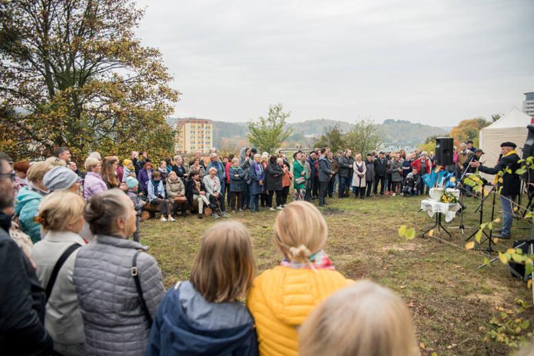 """20 października 2019 roku odbyło się otwarcie 15. miejsca widokowego stworzonego w ramach projektu """"Spojrzenie na Gdańsk""""."""