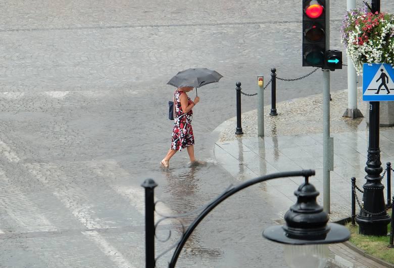 Piątkowa ulewa w Białymstoku - raport burzowy online 24-25.08.2018