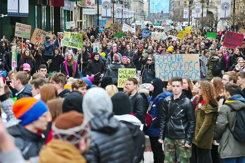Młodzież będzie w piątek protestować w wielu miastach świata przeciwko tzw. kryzysowi klimatycznemu. Ruszą głównymi ulicami domagając się od władz większej