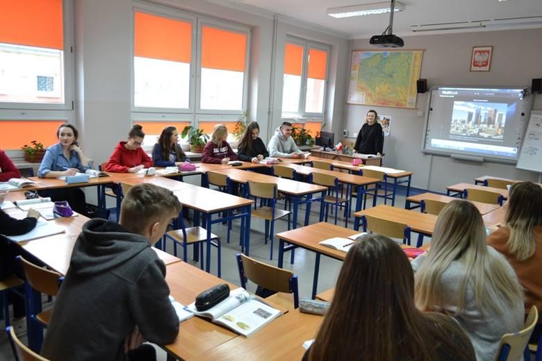 Liceum Ogólnokształcące imienia Krzysztofa Baczyńskiego w Radomiu gotowe na przyjęcie nowych uczniów. Przedstawia ofertę edukacyjną