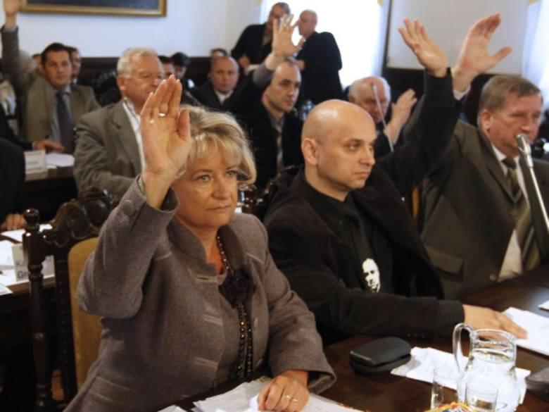 Radni grożą palcem prezydentowi Ferencowi