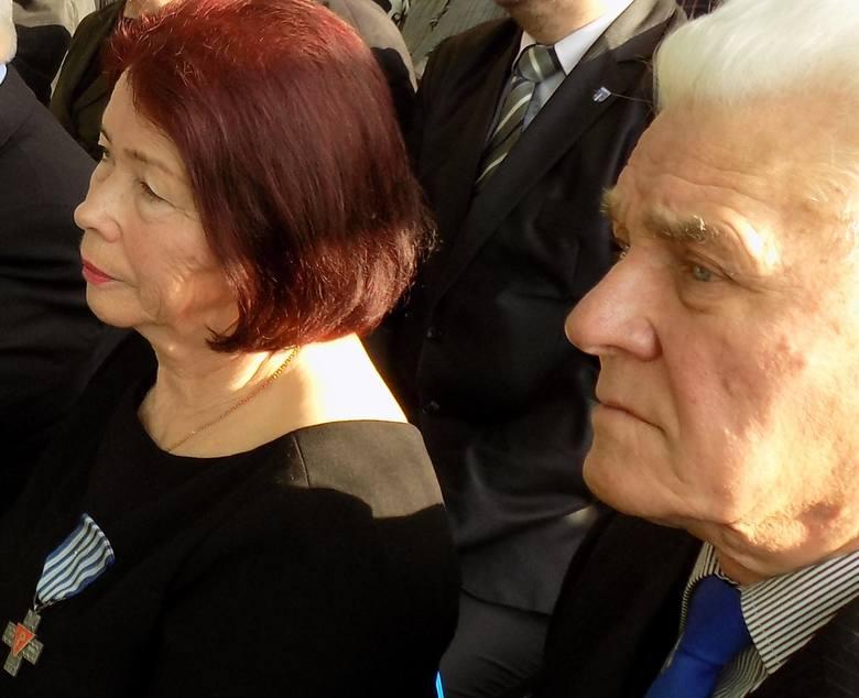 Stefania Wernik z mężem Janem podczas spotkania z dziećmi i młodzieżą Szkoły Podstawowej im. Pomnik Dzieci Więźniów Oświęcimia w Brzezince