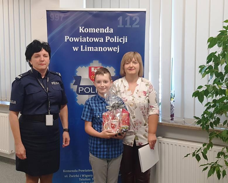 Łukowica. 11-latek znalazł w parku pieniądze i... oddał je policjantom
