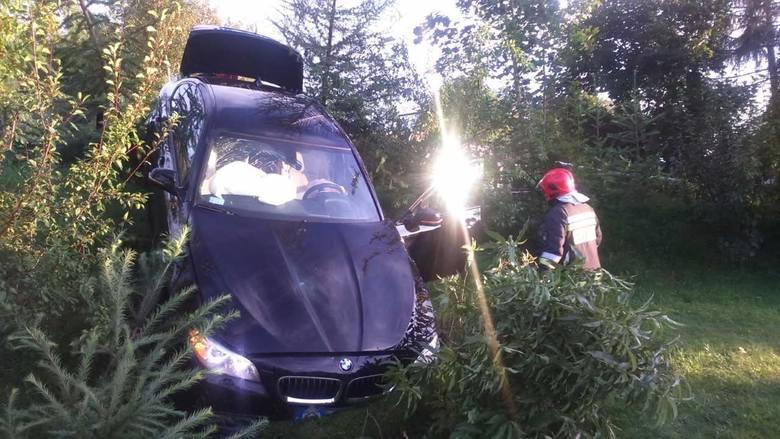 Przy wjeździe do miejscowości doszło do zderzenia terenowego Suzuki z BMW. Jak powiedziała tuż po zdarzeniu kierująca Suzuki, gdy wjeżdżała do Turowa,