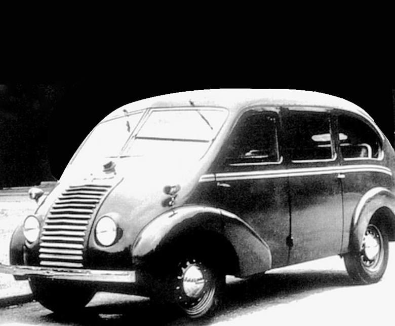 I jeszcze jeden prekursor: w 1948 r. na bazie Juvaquatre zbudowano kilka taksówek z przestronnym, jednobryłowym nadwoziem<br />