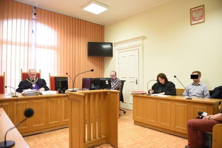- W mowie końcowej Prokuratura Rejonowa w Brodnicy wniosła o uznanie Krzysztofa G. winnym zarzucanych mu czynów i wymierzenie kary bezwzględnego więzienia