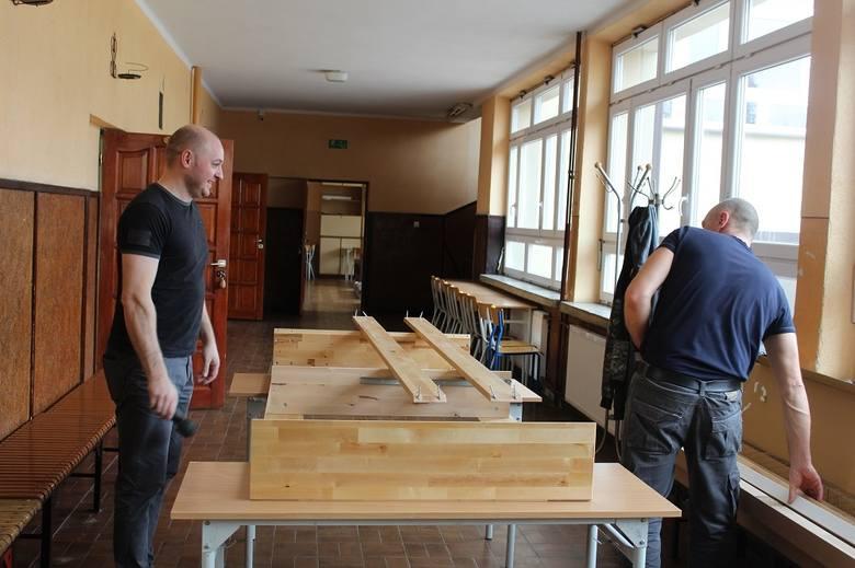 W przygotowaniu miejsca do kwaranntanny pomógł cały sztab mieszkanców powiatu. Zaangażowały się również firmy i samorządy