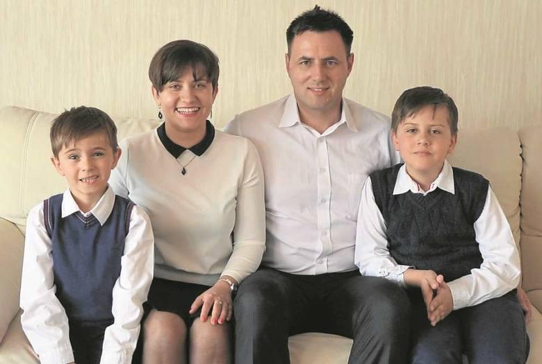 Ewelina i Rafał Młynarczykowie razem z synami niecierpliwie czekają na gości, których przyjmą w domu