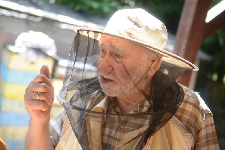 Ignacy Żegleń jest przekonany, że miód akacjowy jest najlepszy na świecie...