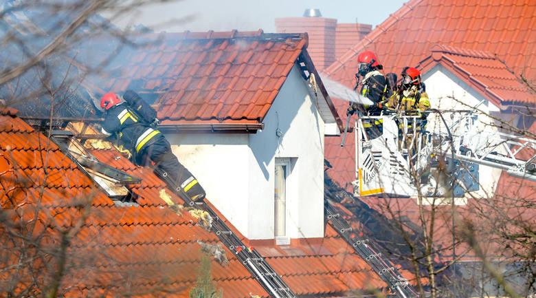 Pożar będącego w remoncie budynku gospodarczego wybuchł w poniedziałek około godz. 13. W okolice Kopca Tatarskiego w Przemyślu wyjechały cztery zastępy