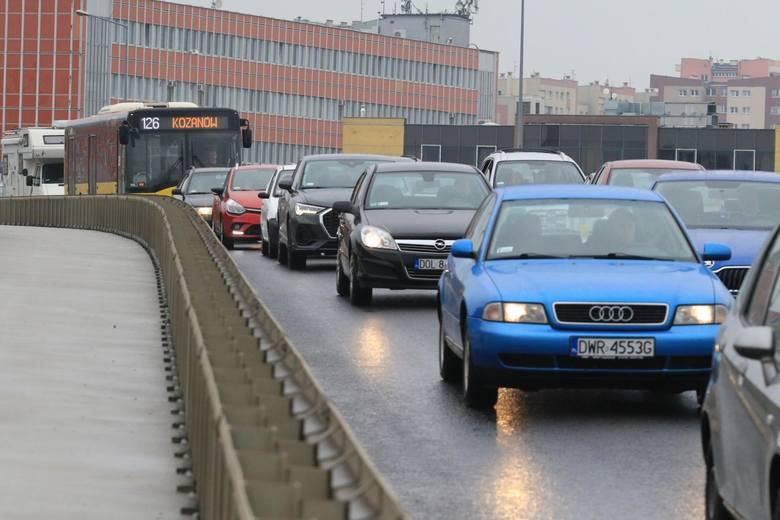 Od 1 lipca 2020 r. policja zatrzyma prawo jazdy na trzy miesiące, gdy kierujący pojazdem przekroczy dopuszczalną prędkość o więcej niż 50 km/h, bez względu