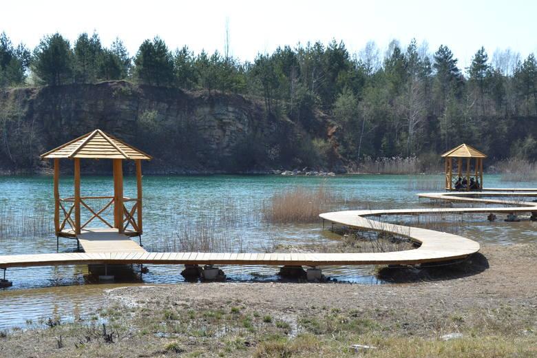 Park Gródek zachwyca. Lazurowa woda, strome klify. Prawie jak w Chorwacji lub na MalediwachZobacz kolejne zdjęcia. Przesuwaj zdjęcia w prawo - naciśnij