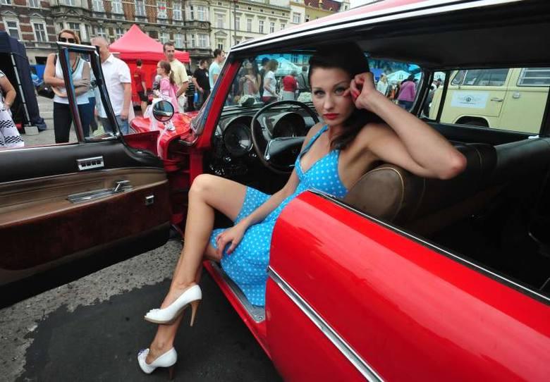 Radio Plus zorganizowało w niedzielę piknik motoryzacyjny na placu Kopernika. Opolanie mogli zobaczyć rozmaite samochody i motocykle, pokazy ratownictwa,