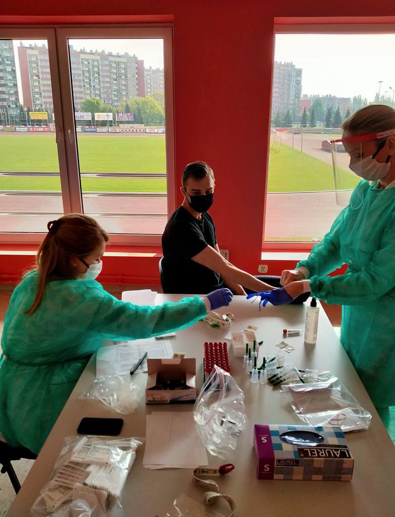 Piłkarzom Resovii pobrano dziś rano próbki do badań na obecność koronawirusa.