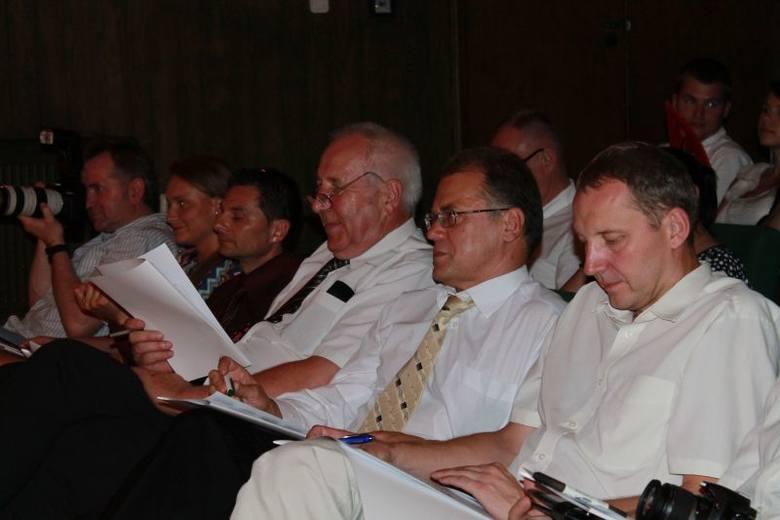 W jury zasiedli m.in. Ryszard Makowiecki - organizator Miss Polonia na Opolszczyźnie, burmistrz Tadeusz Goc, starosta Józef Swaczyna oraz sponsorzy