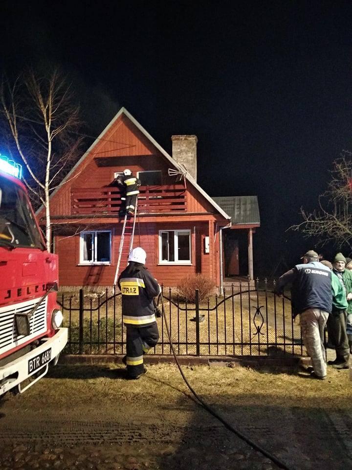 W piątek wieczorem podlascy strażacy wyjechali do pożaru domu parterowego w miejscowości Ancuty.Zdjęcia dzięki uprzejmości OSP NAREW