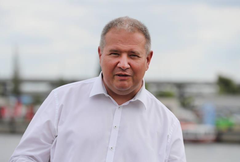 Leszek Dobrzyński - PiSPochodzi ze Szczecina, ma 52 lata, jest szefem zachodniopomorskich struktur Prawa i Sprawiedliwości. Ukończył politologię na Uniwersytecie