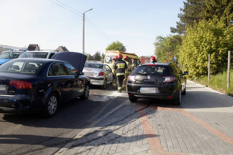 Dzisiaj (22 maja) około godziny 16:00 w Siemianicach doszło do kolizji drogowej. Udział w zdarzeniu wzięły trzy samochody osobowe. Na miejscu pracowały