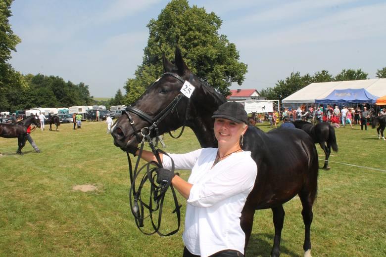 W przeglądzie koni w Porębie wzięli udział hodowcy z całego kraju.