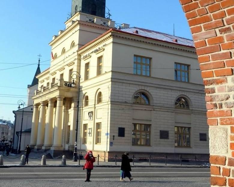 Urzędnicy w Lublinie chronią się przed wirusem. Kolejne obostrzenia w funkcjonowaniu lubelskiego ratusza