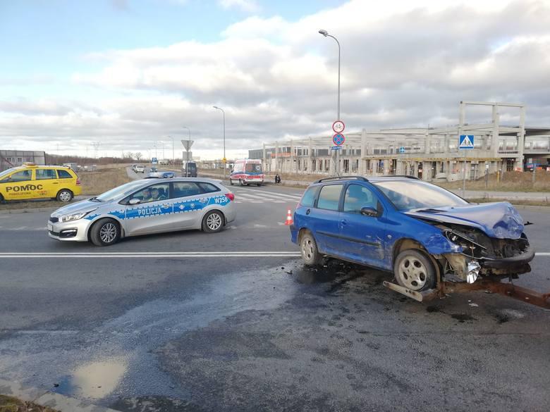 Do wypadku na ul. Mieszka I w Koszalinie doszło we wtorek popołudniu. Zderzyły się dwa auta osobowe marki Audi i Peugeot. Na miejsce przyjechała policja