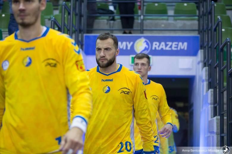 Piłkarze ręczni PGE VIVE Kielce w meczu PGNiG Superligi pokonali NMC Górnika Zabrze 34:24. Trener Talant Dujszebajew zdecydował się w tym spotkaniu na
