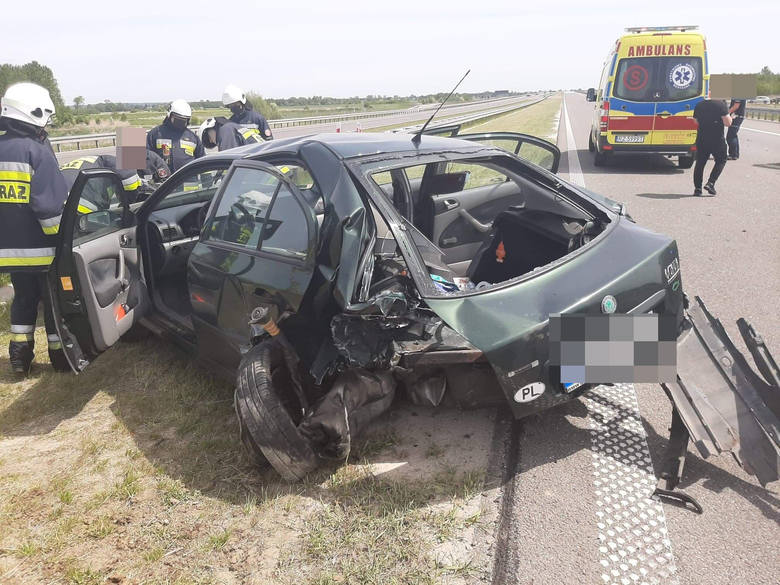 Dwie osoby zostały ranne po zderzeniu dwóch osobówek na A4 w Łukawcu. Po wypadku zablokowana była jezdnia w stronę Korczowej.Zdjęcia otrzymaliśmy od
