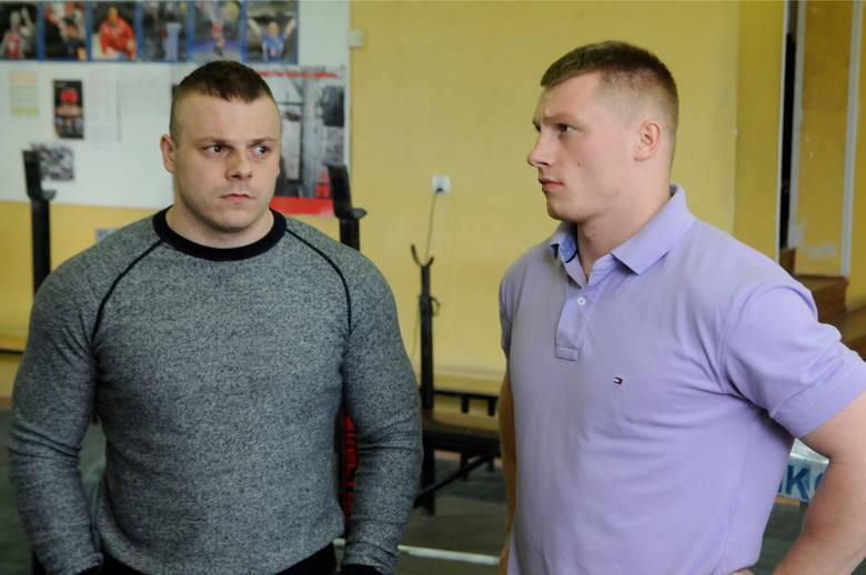 Adrian i Tomasz Zielińscy - trenują podnoszenie ciężarów