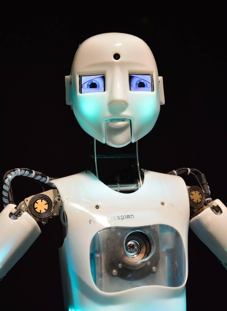 Obecnie coraz częściej roboty widuje się na recepcjach lub w innych punktach obsługi klienta.