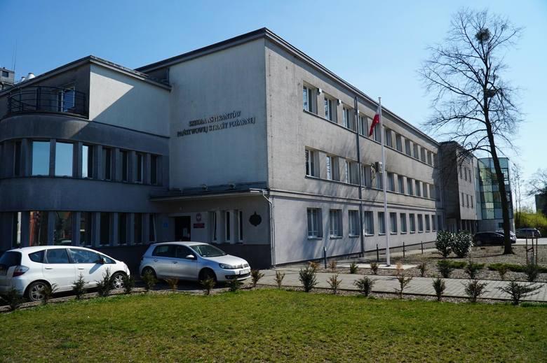 Strażacy z poznańskiej Szkoły Aspirantów gasili pożary podczas manewrów wojskowych na poligonie w Drawsku Pomorskim. Tam zetknęli się z innym strażakiem