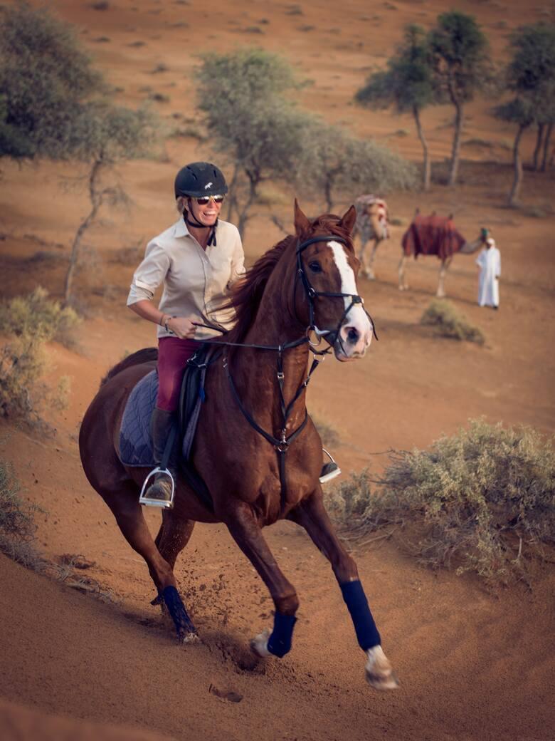 Ras Al Khaimah, jeden z najbardziej malowniczych i urozmaiconych emiratów w Zjednoczonych Emiratach Arabskich. Choć niewielki, wyrasta na turystyczną potęgę