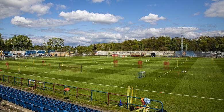 Boisko Pogoni Szczecin już we wtorek czekało przygotowane na piłkarzy.