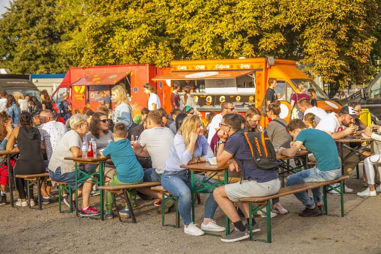 """""""Zapuść żurawia na stocznię"""" czyli jedzenie i zabawa w pierwszy weekend sierpnia w gdańskiej stoczni"""